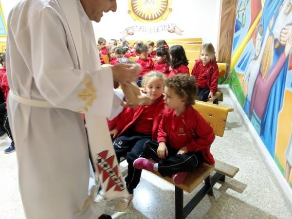 Besando al niño Jesús (1)