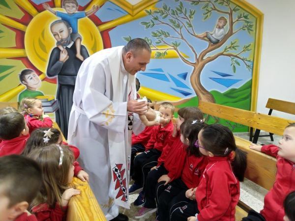 Besando al niño Jesús (10)