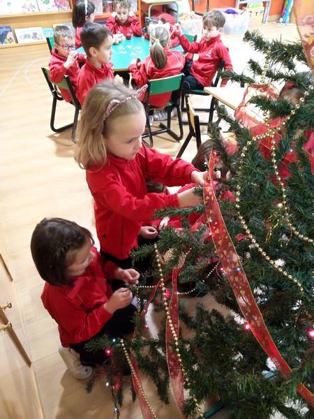 Decorando el árbol (3)